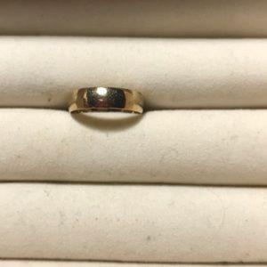 10 karat yellow gold band ring.